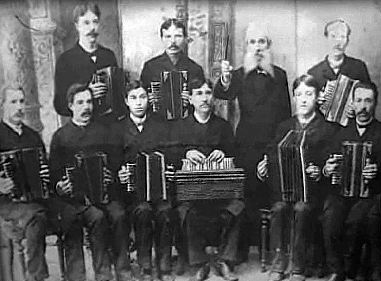pervyi-orkestr-hromaticheskih-garmonik