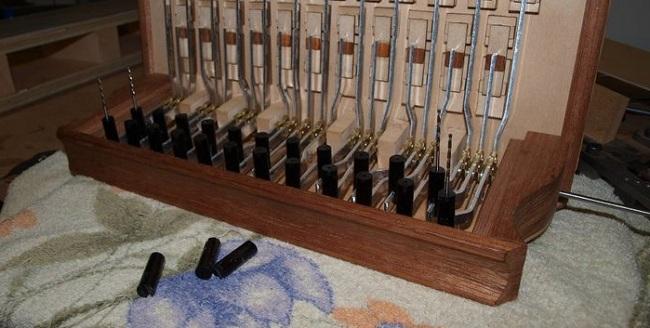 Тумбочки для крепления пуговиц(кнопок) клавиатуры