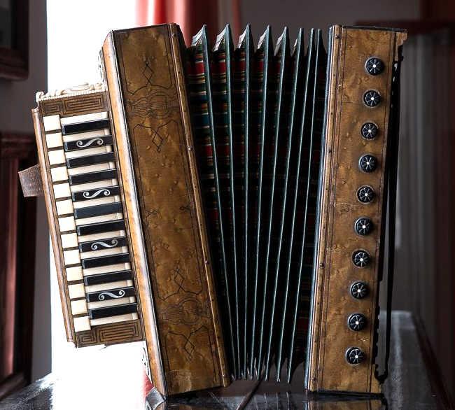 Первая хроматическая гармоника,изготовленная Л. А. Чулковым для Н. И. Белобородова. Фото 2